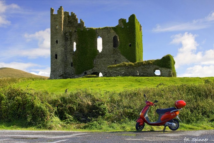 Ballycarbery-Castle-and-Scooter