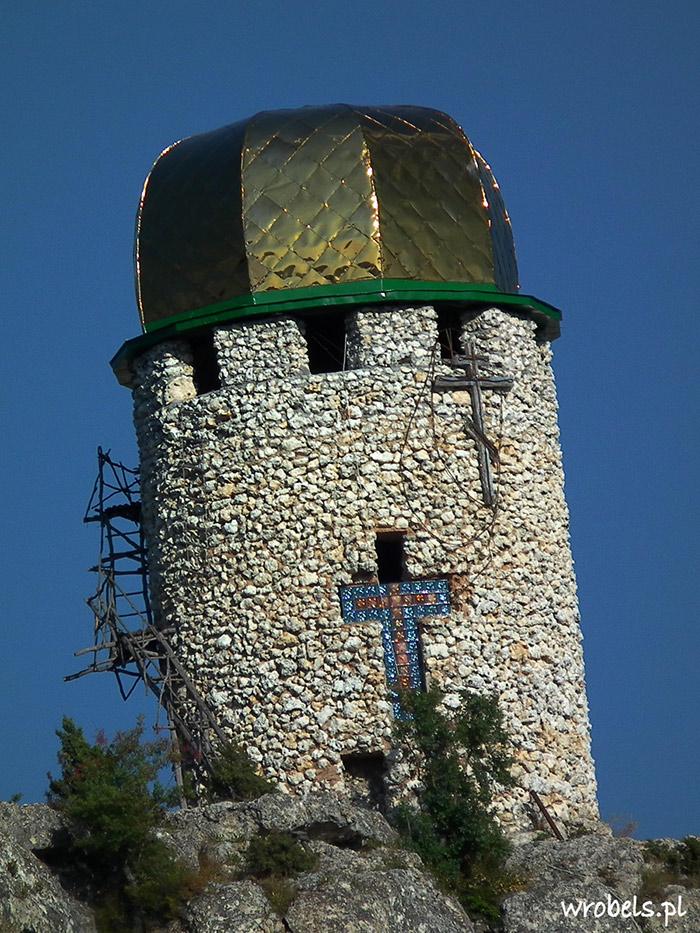 Wieża Klasztorna z charakterystyczną złotą kopułą