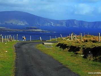 Droga prowadząca do innej drogi, Klify Minaun i Zatoka Keem
