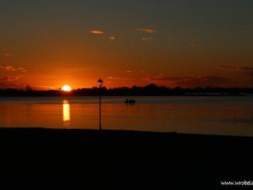 Słońce chowa się za Lough Ree