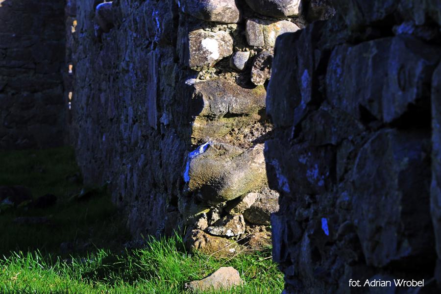 Fragment murów kościelnych